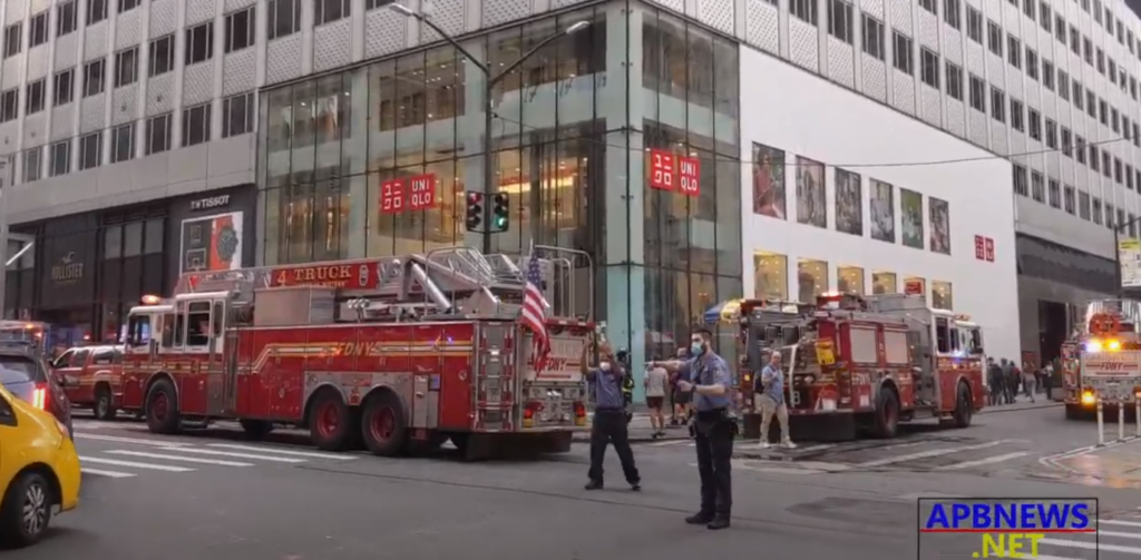 FDNY Responds to Smoke at Uniqlo on Fifth Avenue